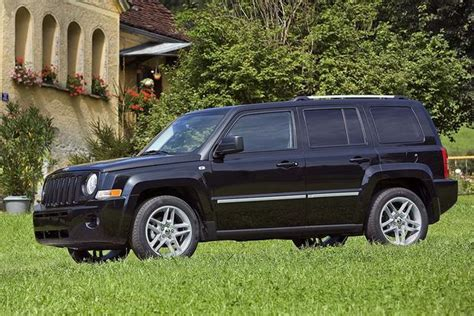 used jeep patriot 2010 jeep patriot used car review autotrader