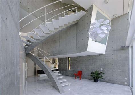 beton fliesen terrasse streichen beton terrassenplatten streichen terrassen mit