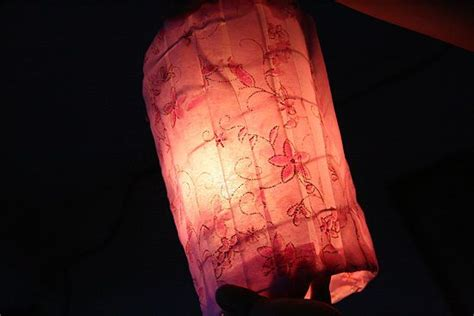 How To Make A Paper Lantern That Flies - 1000 ideas about flying paper lanterns on sky