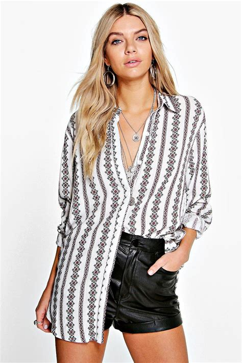 21016 White Printed Size M boohoo womens printed oversized shirt in white size
