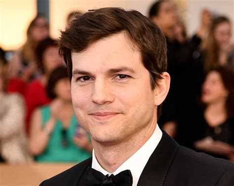 ashton kutcher ashton kutcher opens sag awards with emtional tribute