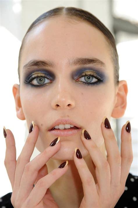 dark nails  chic fall fashion trends    update