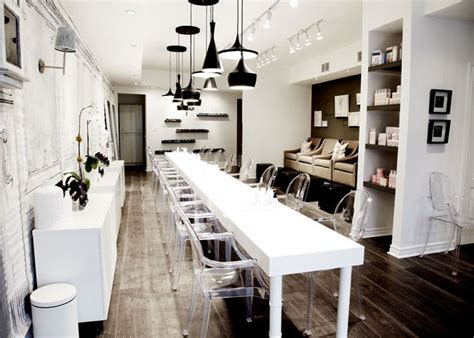 Nail Bar Interior Design by 25 Best Ideas About Nail Salon Design On