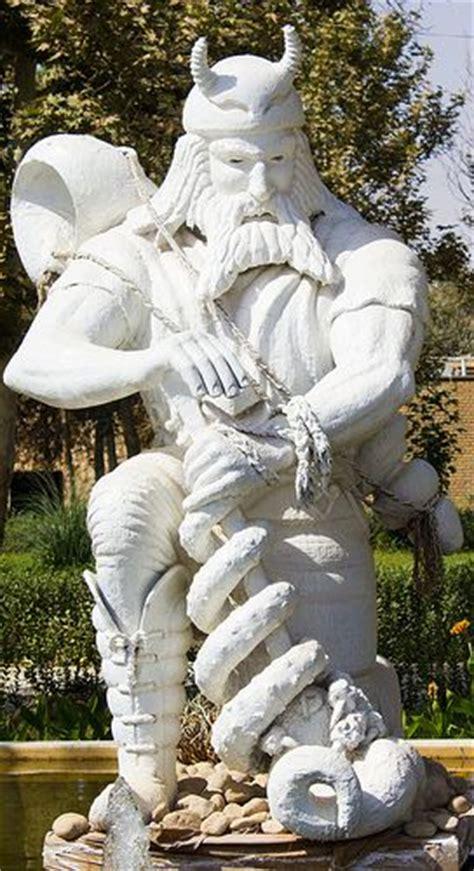 mitologia persiana statue commander rostam farrokhzad iran