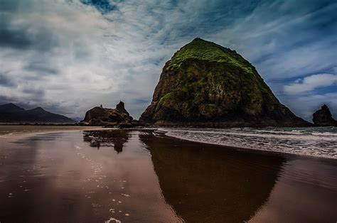haystack rock at cannon beach places to see in oregon