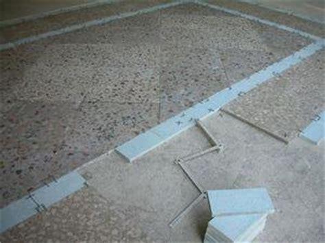 rimozione piastrelle pavimento pavimento in marmette di graniglia