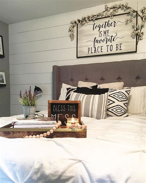 wall decorating ideas for bedrooms modern farmhouse style decorating ideas on a budget 16