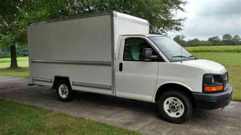 gmc savana 3500 2010 van box trucks