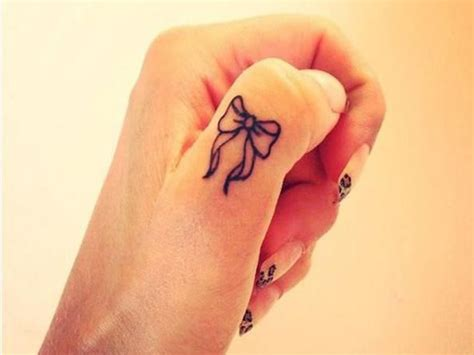 tattoo pain on finger best 25 heart finger tattoos ideas on pinterest do