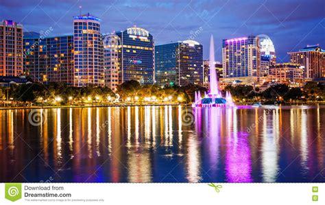 imagenes en orlando florida horizonte de la ciudad de orlando la florida en el lago