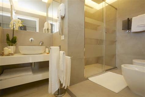 docce bagni bagni lussuosi con docce foto di b b mondello design