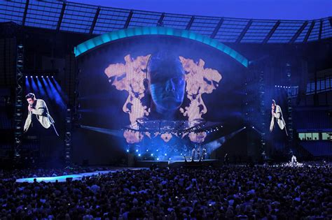 Tv Led Okt robbie williams entertains xl live production tv