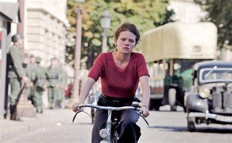 melanie thierry marguerite duras arriva al cinema il film quot la douleur quot nelle sale dal 17