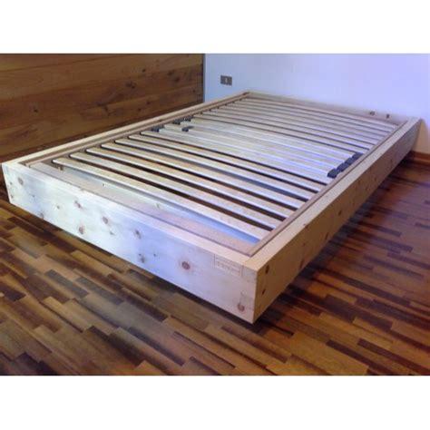 descrizione di una da letto letto in legno massello cirmolo senza parti metalliche