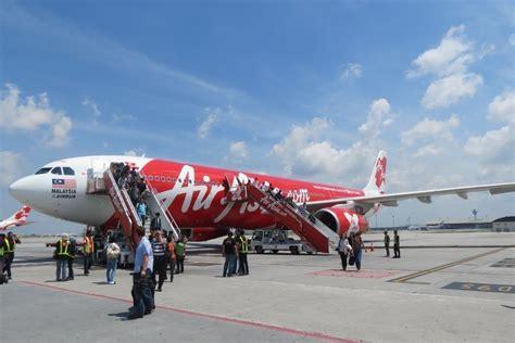 airasia surabaya bandara juanda ditutup airasia batalkan penerbangan surabaya