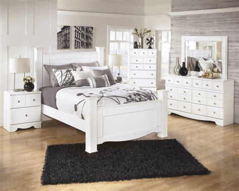 queen poster bedroom set weeki 4pc queen poster bedroom set
