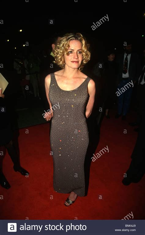 elisabeth shue young movies actress elisabeth shue at the premiere for the movie the