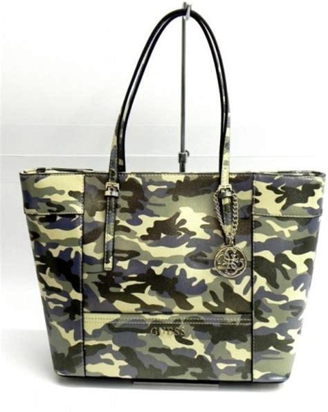 Tas Guess Original Delaney Series bol guess tas delaney medium classic tote camouflage