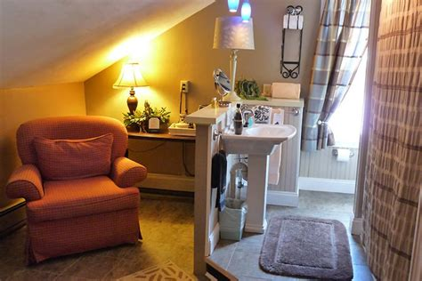 pinecrest bed and breakfast pinecrest inn s fine maine lodging offers 9 comfortable rooms