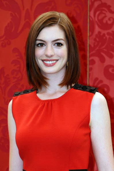 just below the chin length bob haircut below the chin layered hairstyles hairstylegalleries com