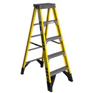 shop werner 5 ft fiberglass 375 lb type iaa step ladder at