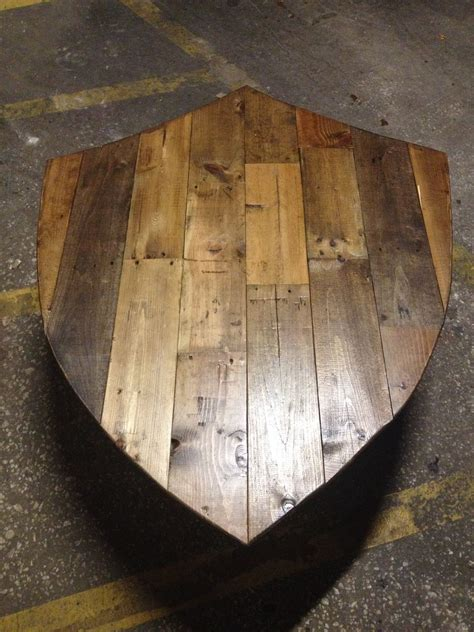 shield    cool   wall  family crest