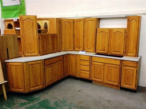 lowes kitchen cabinets review furniture make a wonderful kitchen by using kraftmaid