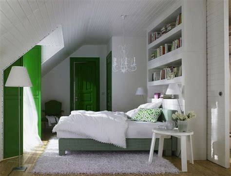 kommode für dachschräge schlafzimmer einrichten mit boxspringbett