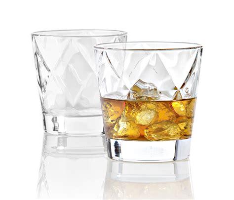 bicchieri da grappa i bicchieri da whisky e le loro tipologie