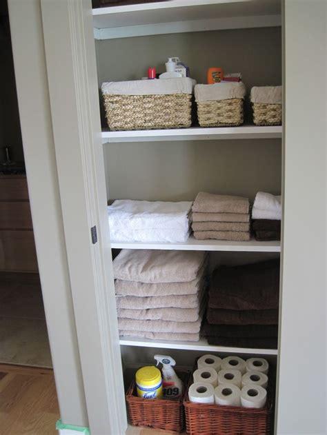 Small Linen Closet Organization Ideas by Best 25 Small Linen Closets Ideas On Organize