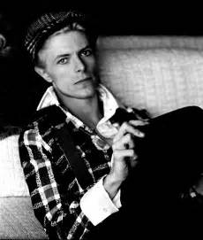 Never before seen image of david bowie relaxing at his house in los