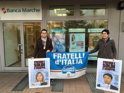 Banca Delle Marche Orari by Sit In Dei Giovani Di Fratelli D Italia Davanti A Banca