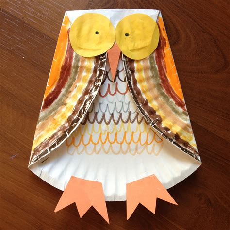 Paper Fall Crafts - paper plate owl carrie