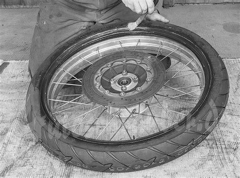 Motorrad Reifen Schlauch Wechseln by Autoschrauber De Motorrad Reifen Wechseln