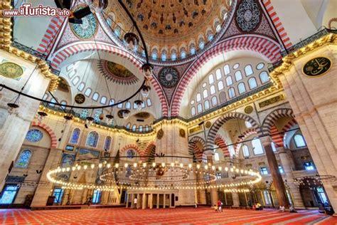 moschea istanbul interno interno della grande moschea di suleymaniye camii