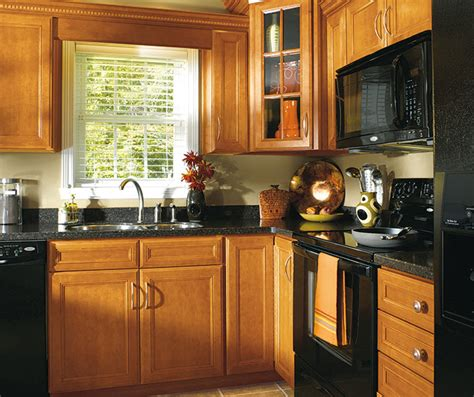Masterbrand Kitchen Cabinets by Maple Wood Cabinets In Traditional Kitchen Aristokraft