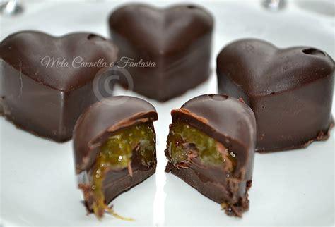 ricetta cioccolatini fatti in casa cioccolatini fondenti con cuore di marmellata di arancia