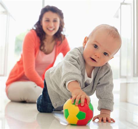 si su bebe es el gateo en beb 233 s hitos y beneficios crecer feliz