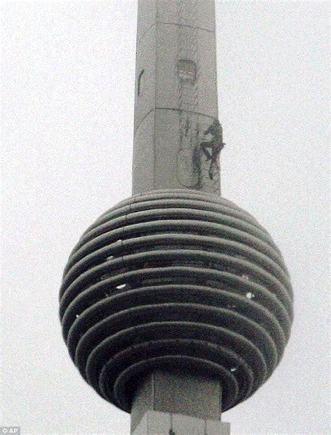 Petronas Twin Towers Floor Plan shahray spiderman conquers petronas twin towers