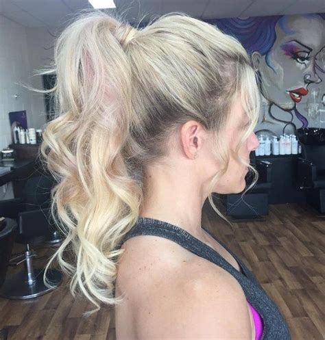 30 eye catching ways to style curly and wavy ponytails as 25 melhores ideias de curly ponytail hairstyles no