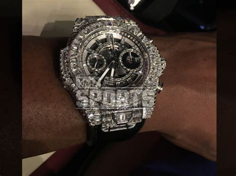 Floyd Mayweather Buys A Million Dollar Watch on Dubai Shopping Trip   360Nobs.com