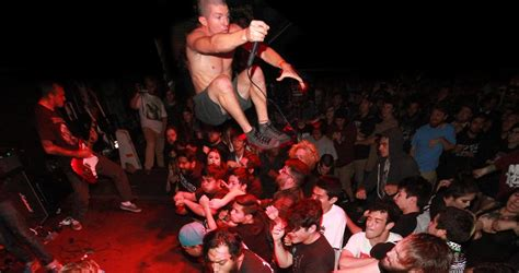 stage dive 5 things only who stage dive will understand