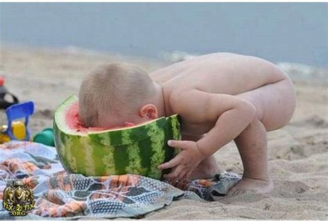Baby Eating Sand Meme - 25 most funny eat pictures