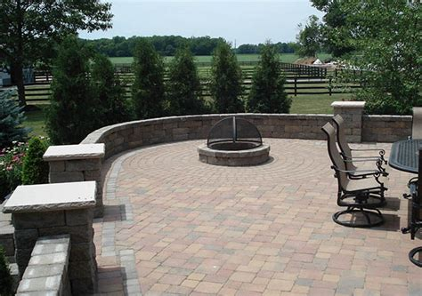 Outdoor Patio Walls by Courtyard Patio Walls Create Outdoor Rooms