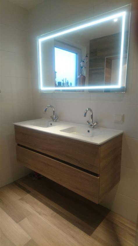 design wastafel modern badkamer meubel in hout kleur met dubbele wastafel