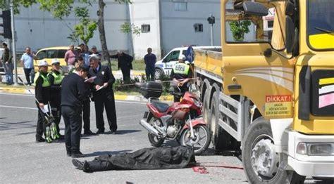 denizli haberi kamyona carpan motosikletli oeldue soezcue