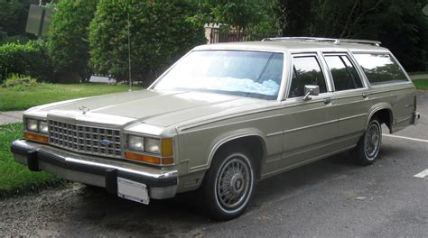 1983 ford country squire station wagon