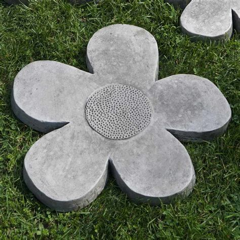 outdoor stepping molds with flower shape installing garden stepping molds concrete