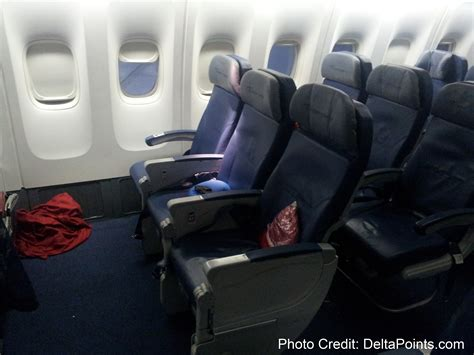 delta a330 economy comfort delta economy comfort pictures to pin on pinterest pinsdaddy