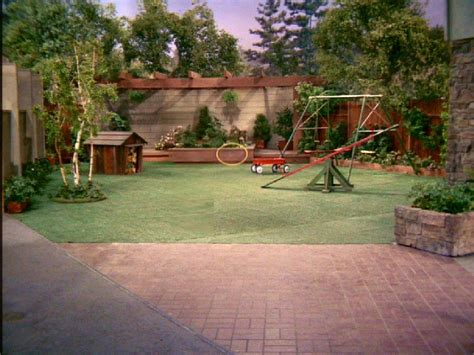 backyard in the brady bunch blog the brady bunch backyard